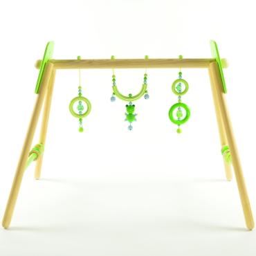 Spieltrapez mit grünem Häkelfrosch